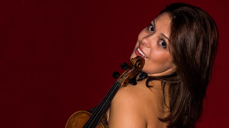 Geigerin / Geigenspielerin / Violinistin Julia Amirova